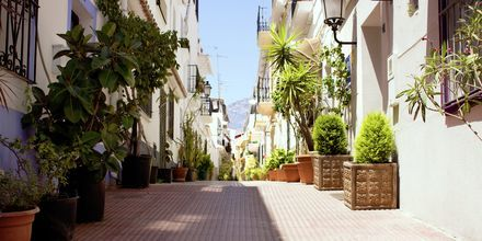 Katu Marbellan vanhassa kaupungissa, Espanjassa.