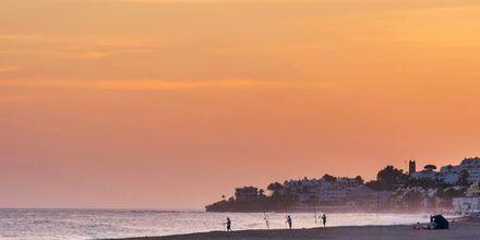 Ranta auringonlaskun aikaan, Marbella, Espanja.