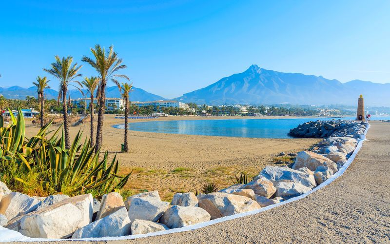 Marbellassa voit nauttia rennoista rantapäivistä.