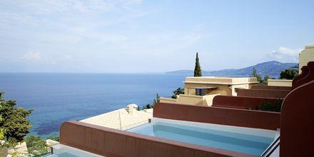 Deluxe-juniorsviitti yksityisellä altaalla parvekkeella, Hotelli MarBella Nido Suite Hotel & Villas, Korfu.
