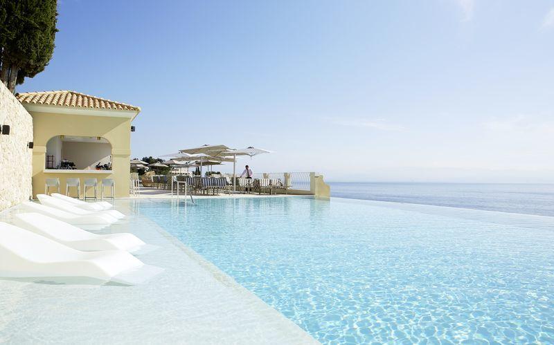 Allas ja allasbaari Aquavit, Hotelli MarBella Nido Suite Hotel & Villas, Korfu.