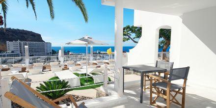 Superior-kaksion terassi. Hotelli Marina Bay View, Puerto Rico, Gran Canaria.