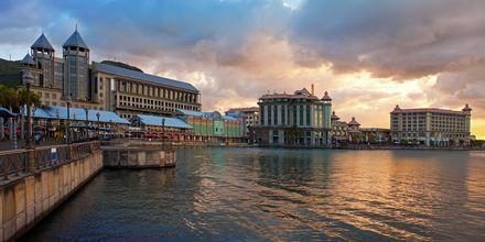 Hämärä laskeutuu Port Louisissa, Mauritiuksen pääkaupungissa.