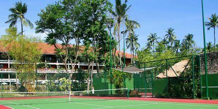 Tenniskenttä, hotelli Melia Bali Villas & Spa. Nusa Dua, Bali.