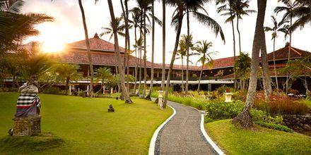 Puutarha, hotelli Melia Bali Villas & Spa. Nusa Dua, Bali.