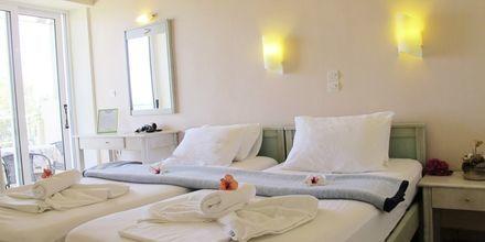 Kolmio. Hotelli Melina Beach, Platanias, Kreeta, Kreikka.