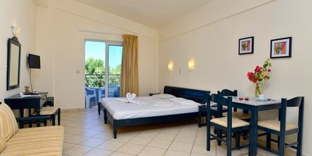 Yksiö. Hotelli Melina Beach, Platanias, Kreeta, Kreikka.