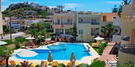 Allasalue. Hotelli Melina Beach, Platanias, Kreeta, Kreikka.