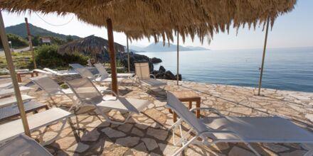 Ranta, hotelli Mikros Paradisos, Sivota.
