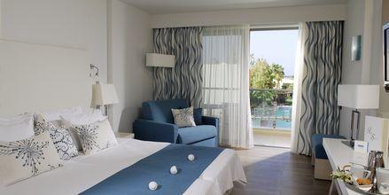 Kahden hengen huone, Hotelli Minos Mare Royal, Rethymnonin rannikko, Kreeta.