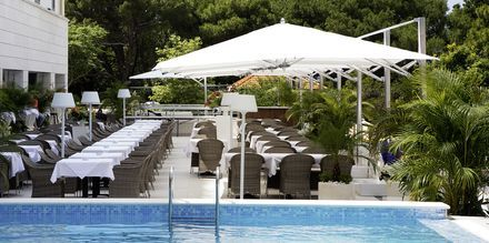 Allas ja ravintola, hotelli Miramare. Makarska, Kroatia.