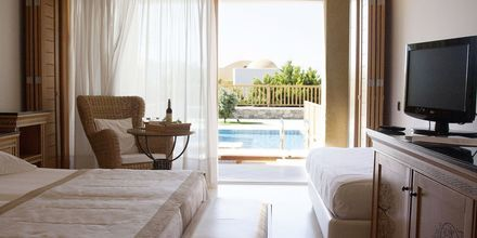 Kahden hengen huone omalla altaalla, Hotelli Mitsis Blue Domes Resort & Spa, Kos, Kreikka.