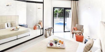 Kahden hengen huone omalla altaalla, Mitsis Faliraki Beach Hotel & Spa, Faliraki, Rodos.