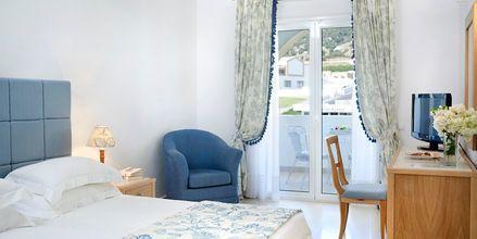 Kahden hengen huone bungalowissa, Hotelli Mitsis Norida Beach Hotel, Kos, Kreikka.