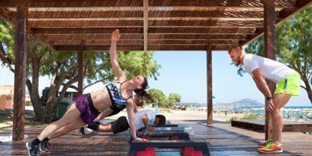 Liikuntaa Apollon ohjaajien kanssa. Hotelli Mythos Beach Resort, Afandou, Rodos.
