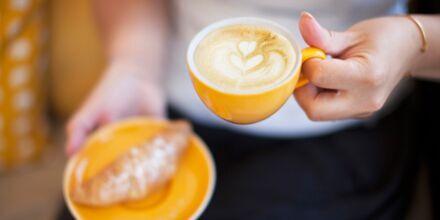 Rentoudu kahvin äärellä Mondo Caféssa.