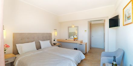 Kahden hengen huone. Hotelli Livadi Nafsika, Dassia, Korfu, Kreikka.