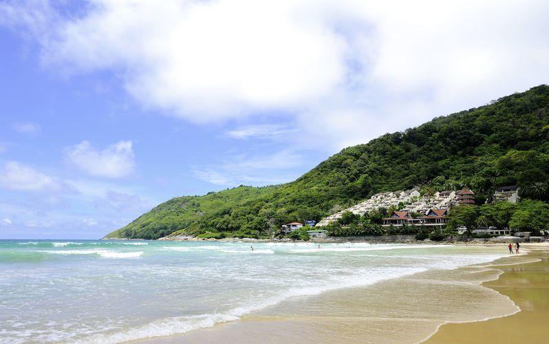 Nai Harn Beach on yksi Phuketin hienoimpia rantoja.