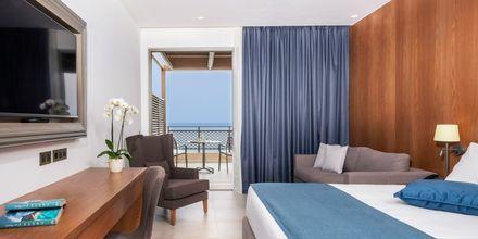 Kahden hengen huone bungalowissa, Hotelli Nana Golden Beach, Hersonissos, Kreeta, Kreikka.