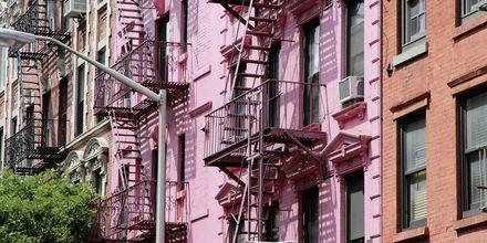 Värikkäitä rakennuksia Sohossa, New Yorkissa.