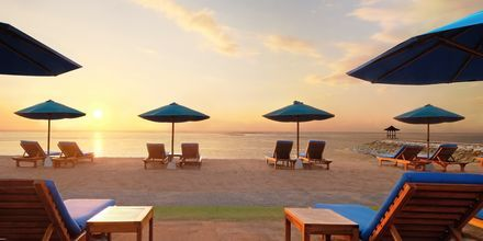 Auringonlasku, hotelli Nikko Bali Benoa Beach. Tanjung Benoa, Bali.