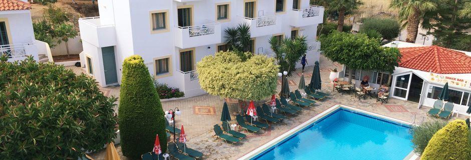 Allasalue, hotelli Nikolas Villas. Hersonissos, Kreeta.
