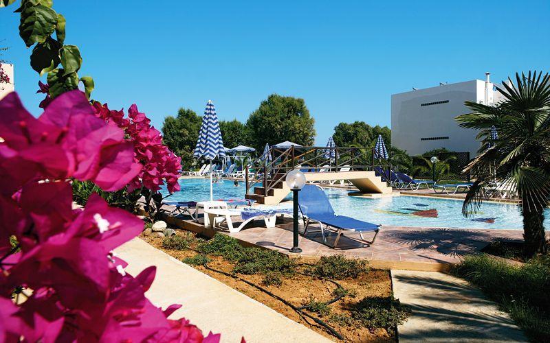 Allasalue. Hotelli Ninemia Beach, Agia Marina, Kreeta.