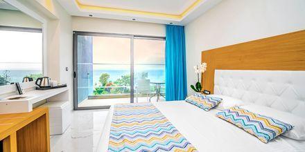 Kahden hengen huone merinäköalalla. Hotelli Oceanis Park, Ixia, Rodos, Kreikka.