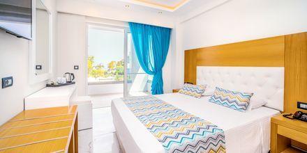 Kahden hengen huone. Hotelli Oceanis Park, Ixia, Rodos, Kreikka.