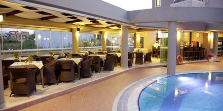 Allasbaari, Okeanis Golden Resort, Kreeta, Kreikka.