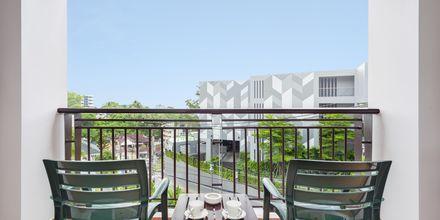 Ulkotila. Hotelli Orchidacea Resort, Kata Beach, Phuket, Thaimaa.