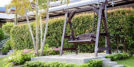 Puutarha. Hotelli Orchidacea Resort, Kata Beach, Phuket, Thaimaa.