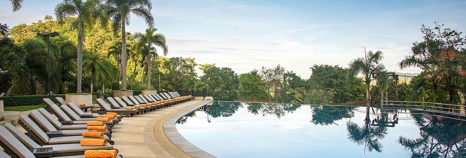 Allasalue, hotelli Pakasai Resort. Ao Nang, Krabi.