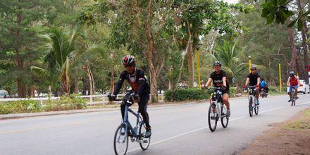 Lainaa polkupyöriä, hotelli Pakasai Resort. Ao Nang, Thaimaa.