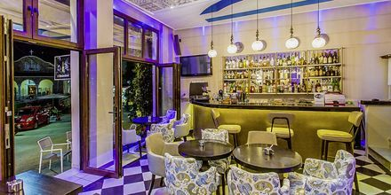 Ravintola, hotelli Paradise. Parga, Kreikka.