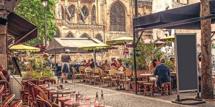 Ravintola Pariisissa, Ranskassa.