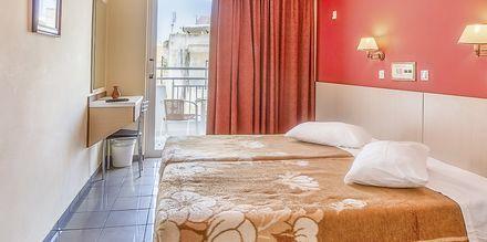 Kahden hengen huone. Hotelli Paritsa, Kosin kaupunki, Kreikka.