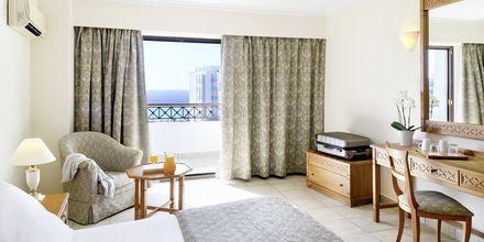 Kahden hengen huone, Hotelli Mitsis Petit Palais Beach Hotel, Rodoksen kaupunki, Kreikka.