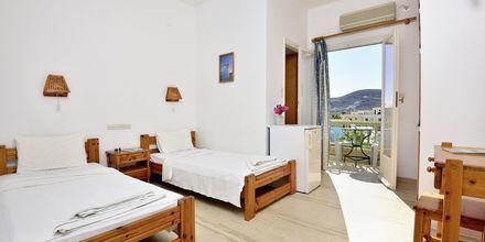 Kahden hengen huone. Hotelli Petros Place, Ios, Kreikka.