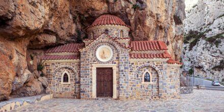 Tunnelmallinen kappelin vuoristossa Plakiaksessa.