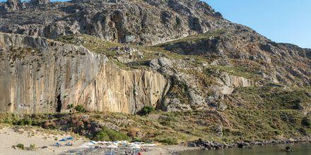 Plakiaksen maisemaa hallitsee kapeat vuoristotiet ja kristallinkirkas vesi.