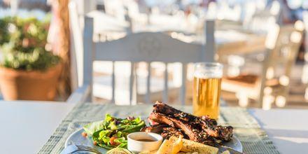 Suosittu ravintola Olive Tree. Platanias, Kreeta, Kreikka.
