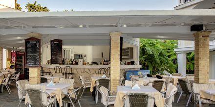 Allasbaari, hotelli Porto Iliessa. Argassi, Zakynthos.