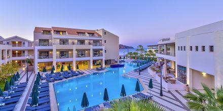 Huoneistohotelliosa Plaza di Porton allasalue, hotelli Porto Platanias Beach & Spa yhteydessä. Kreeta, Kreikka.