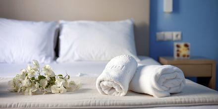 Kahden hengen huone. Hotelli Poseidon Beach, Kamari, Santorini.