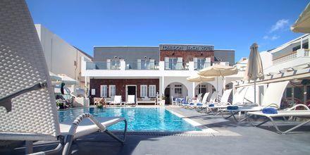 Allas. Hotelli Poseidon Beach, Kamari, Santorini.