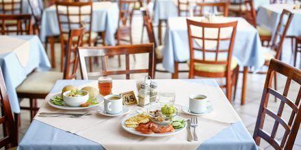 Ravintola. Hotelli Poseidonia, Ixia, Rodos.