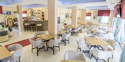 Ravintola. Hotelli Primavera, Dassia, Korfu.