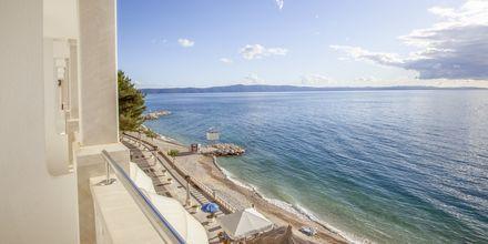 Maisema kaksikerroksisesta kaksiosta, Hotelli Primordia, Podgora, Kroatia.