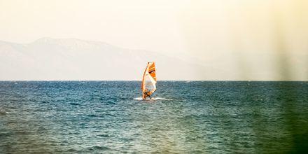 Kokeile purjelautailua Psalidissa, Kos, Kreikka.